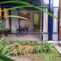 Entire Apartment: Avocado House Cumbaya, hotel em Quito