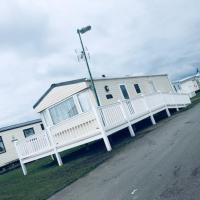 Luxurious 2-Bed Caravan in Clacton-on-Sea