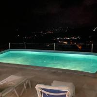Luxurious VILLA Escape into Paradise CAP ESTATE, hotel in Cap Estate