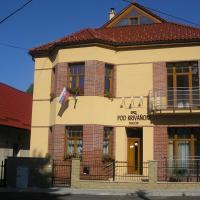 Penzion pod Krivanom, hotel in Liptovský Hrádok