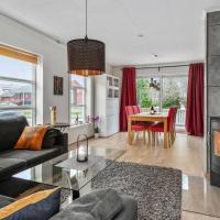 Innholdsrikt hus sentralt nær flyplass, tog og buss i rolige omgivelser, hotel in Stjoerdal