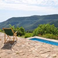 Villa in l' Albiol Sleeps 14 with Pool, hotel in Albiol