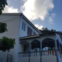Charming tropical 2-Bed House in Soufriere, hotel in Soufrière