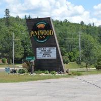 Pinewood Inn, hotel em Barrys Bay