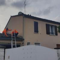 maison de 6 pièces avec piscine et jardin clôture, hotel in Jassans-Riottier