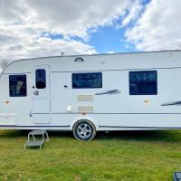 StayZo Cosy Touring Caravan With fixed Double Bed and Free Wi-Fi located in the Chiltern Hills