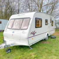StayZo Caravan - with great access to local attractions - With Free Wi-Fi in the Chiltern Hills