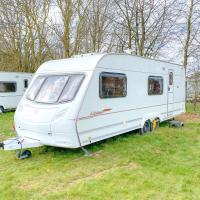 StayZo A Comfy Touring Caravan - with Free Wi-Fi in the Chiltern Hills
