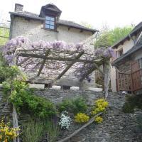 Les Glycines du Lot, hotel in Vieillevie