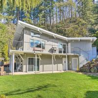 Waterfront Hideaway with Sandy River Fishing!