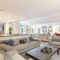The Heart of Chelsea - Modern & Bright 3BDR Home with Gym, Parking & Patio, hotel in London