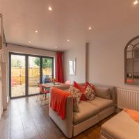 Cotswold Luxury Coach House - ideal for couples, w/ EV charging, hotel em Andoversford