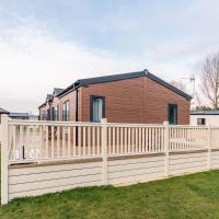 Pine Lodge With Hot Tub, hotel in Pocklington