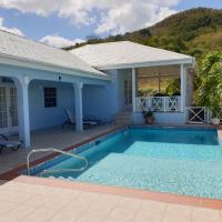 Luxury secluded villa with private pool sleeps six, hotel em Jolly Harbour