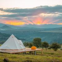 WOW Glamping, hotel in Dsegh
