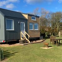 The Cedar Tiny House, hotel in Coldingham