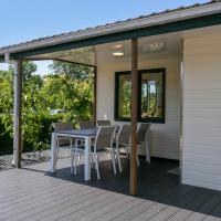 Chalet 122 - not for companies - Luxurious chalet with covered porch near the beach