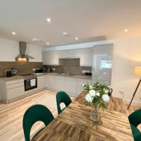 High Street, Stylish City Centre Apartment, 3 Bed