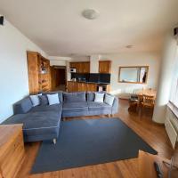 Large Gondola Apartment - Center, Neon
