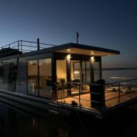 Modern houseboat on top location with unobstructed views over the Sneekermeer