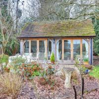 Charming Holiday Home in Uckfield Kent Private Parking