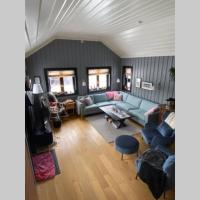 StayPlus Family-Cabin With Inside & Outside Fireplace, hotel in Hovden