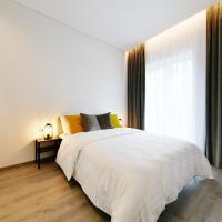 New Cozy Apartment , with Big Balcony !, hotel near Kaunas Airport - KUN, Kaunas