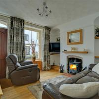Tranquil holiday home in Looe near beach