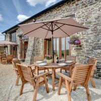 Modern Holiday Home in Bampton with Parking