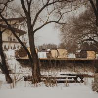 Загородный клуб Гуляй-город, отель в городе Lan'shinskiy Kar'yer