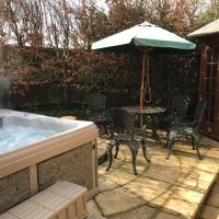 2-Bed Cottage Hook Norton with outside Jacuzzi