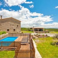 Villa in Montmajor Sleeps 17 with Pool, hotel in Montmajor