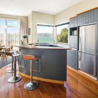 Pristine 2-bed waterfront, Karaka Bays, hotel near Wellington Airport - WLG, Wellington