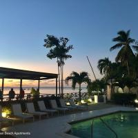 Tropical Sunset Beach Apartment Hotel, hotel in Saint James