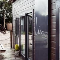 White Horse Holiday Park with Private Hot Tubs Available, hotel in Southrey