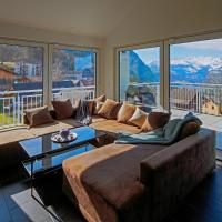 Modern and cosy 5 rooms penthouse with stunning view, hotel in Triesenberg