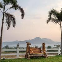 บ้านนา ชมจันทร์, hotel in Pua