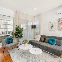 Gorgeous 4-Bed House with Patio near Dining Strip, hotel em Carnegie