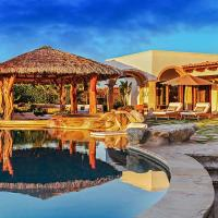 Tranquil Villa on a Golf Course with Open-Concept Living, Infinity Pool, & Jacuzzi