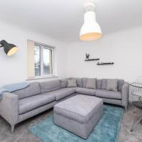 Dwell Living - New 5 Bed, Sleep 12, Parking, Close to City Centre