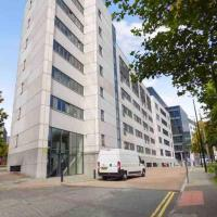 Dwell Living - Modern City Centre Apartment Private Parking Space