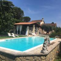 PODERE BELVEDERE - Villa with private swimming pool, hotell i Carmignano