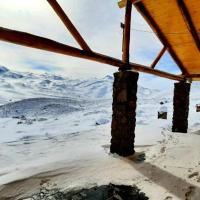 Cabañas Jonas Autosustentable Villa de Montaña Pirihue, hotel in Los Molles