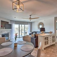 Cozy Lakefront Condo with Grill and Dock Access!, hotel in Camdenton