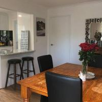 Fully Renovated 3 bedroom house - Entire place!, hotel em Wayville