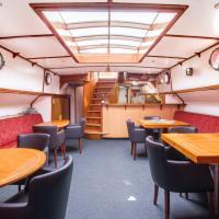 Houseboat Panta Rhei, hotel in Franeker