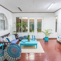 Ganesha solo traveller room with private bathroom, hotel in Bajo de las Labores
