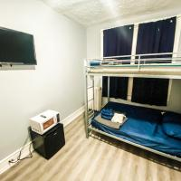 Family Efficiency Apt - Full Bunk & BATH - WiFi, hotel in Philadelphia