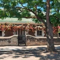 The Sunday School Cottage., hotel em Burra