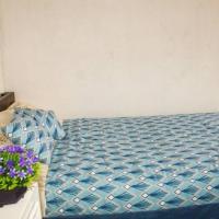 Acogedor departamento 3 dormitorios, amobladoWIFI Y parqueo, hotel em Cuenca